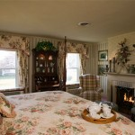 Rosewood Suite Bed and Fireplace